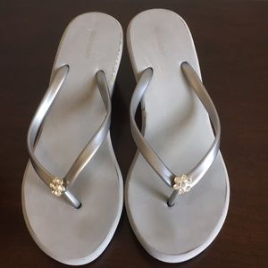 🎈Silver Wedge Flip-flops with Rhinestone Flowers